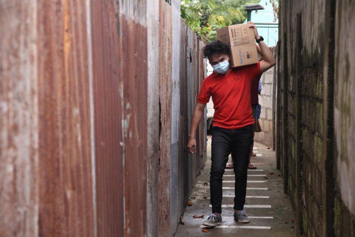 ICM staff in Cebu bring food packs to the city's urban poor